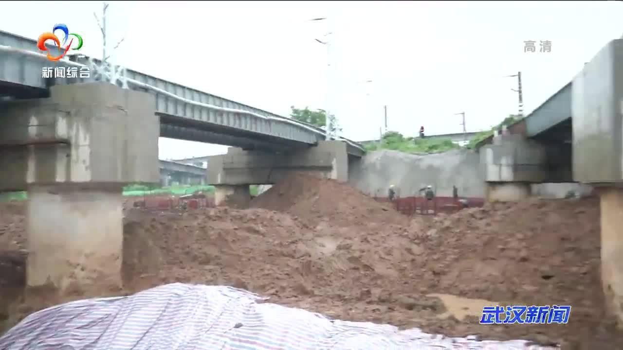 缓解东湖区域排涝压力 九峰渠应急通水通道20小时完工