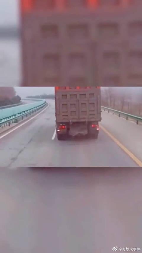 这一声喇叭按醒了货车司机,更是拯救了一个家庭