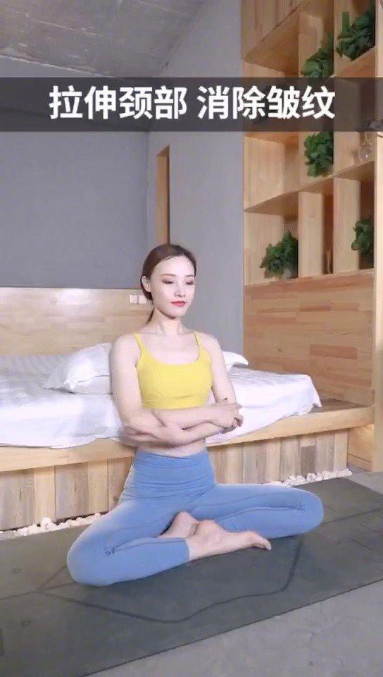 初学者睡前适合练习的瑜伽,拉伸颈部,消除颈纹,缓解肩颈疲劳