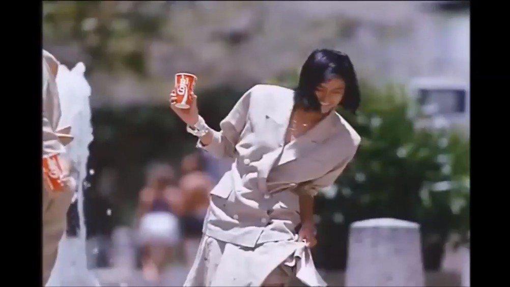 一组上世纪 80 年代可口可乐在日本的广告……