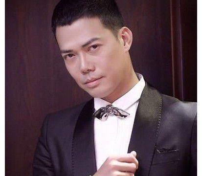 他是郭富城的同学谢天华,因古惑仔走红,太太曾是周海媚经纪人
