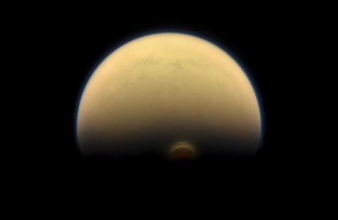 太阳系最宜居的星球有异变,土卫六加速逃离土星,速度提高100倍