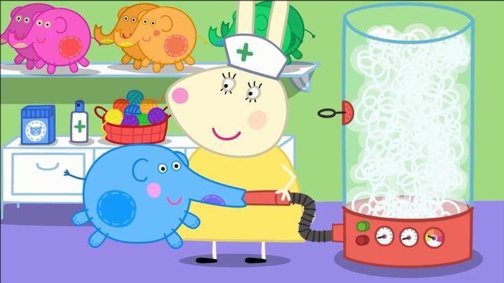 小猪佩奇:兔小姐是个很厉害的医生,可以把玩偶恢复原样的