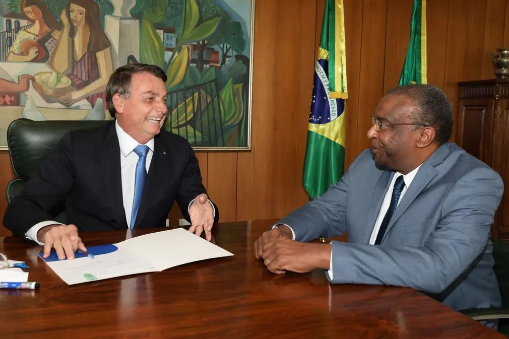 6月26日 博索纳罗与巴西教育部长。