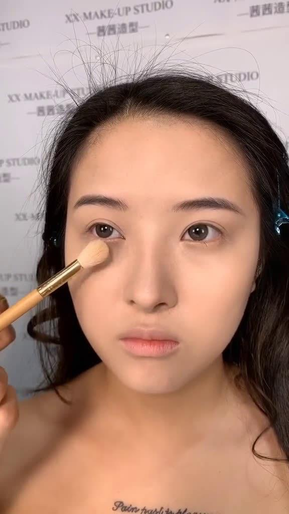 配音讲解底妆打法的详细教程 :茜茜造型