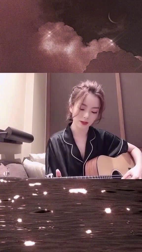 吉他弹唱《爱存在》,音色干净空灵,陈姐声音真的好适合唱ost啊