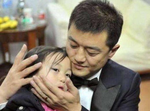 都是亲生女儿,为何王菲拼命的争取窦靖童的抚养权,却不要李嫣?