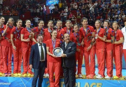 郎平带领中国女排首个三大赛,朱婷靠方便面充饥,帮助球队获亚军