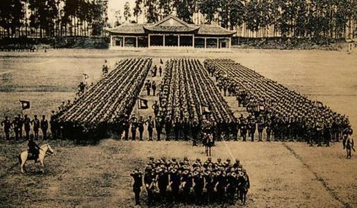 苏联教官讲授单兵战术,何应钦不满、众人不服,示范后五体投地