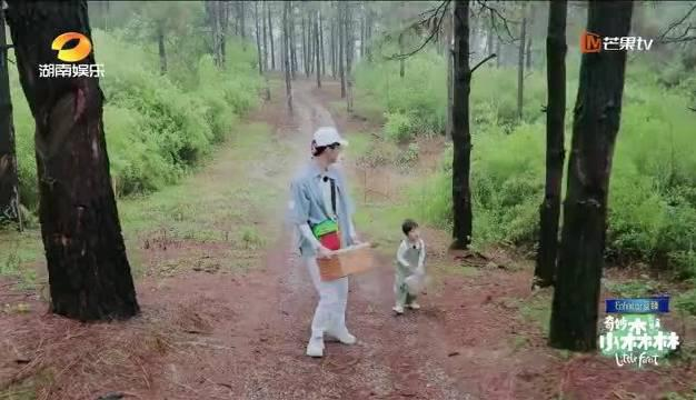 橙子哥哥@张新成 和千里@郑千里宝宝 在再一次踏上寻找小松鼠的探
