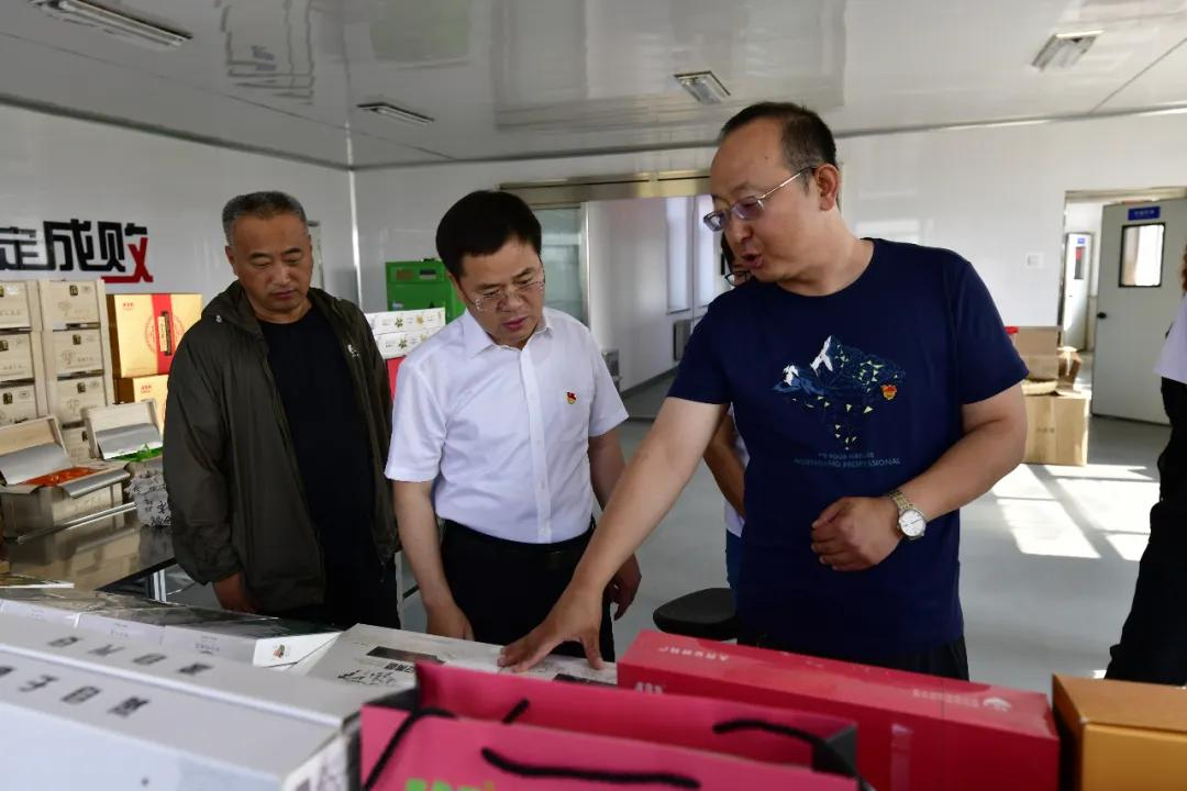 大兴安岭韩家园林业局党委负责人王成军调研绿色产业发展工作
