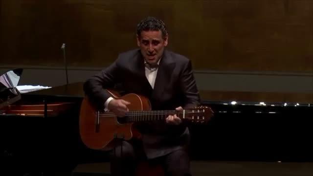 秘鲁籍男高音歌唱家Juan Diego Florez在维也纳国家歌剧院弹唱墨