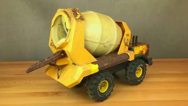 翻新1985年的玩具水泥搅拌车,这都能修复,不愧是牛人