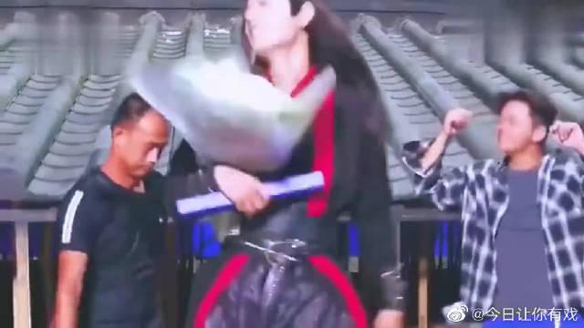 陈情令全剧组杀青,王一博肖战一脸不舍哭花妆