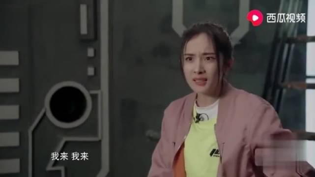 综艺:杨幂在线吐槽邓伦,这段单口相声,邓伦听了只怕是要气哭!