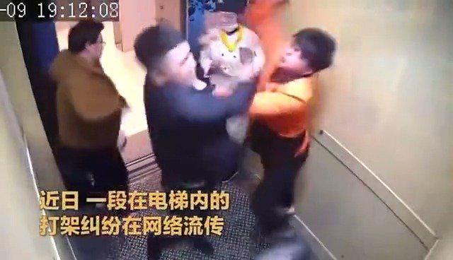"""中国很多地方已经发布了在公众场合的""""禁烟令""""……"""