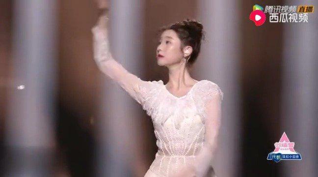 张艺凡《水星记》芭蕾舞轻柔舒展的舞蹈动作好好看……