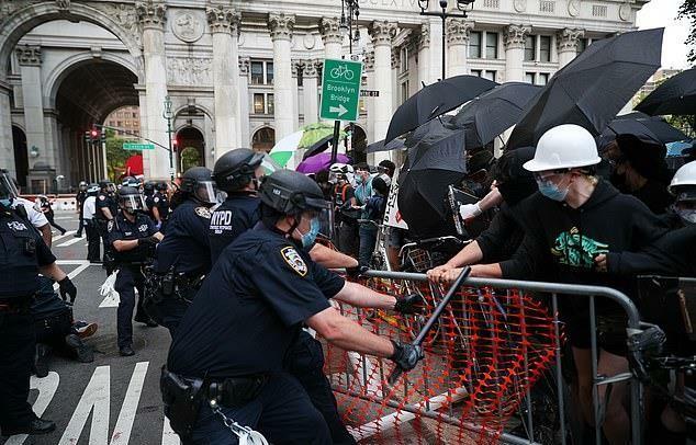 得不到尊重还没加班费,纽约警察成批申请退休:疯了才想干下去
