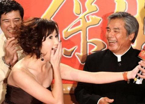 """72岁影帝再宣布结婚,迎娶小20岁娇妻,这是他的第七个""""老婆""""了"""