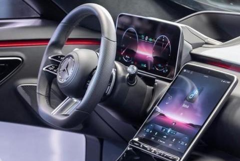 全新一代奔驰S级内饰公开,玩儿的不是大屏,是系统?