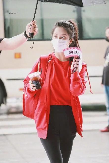 《超新星运动会》硬糖少女路透照,陈卓璇可爱十足张艺凡自信满满