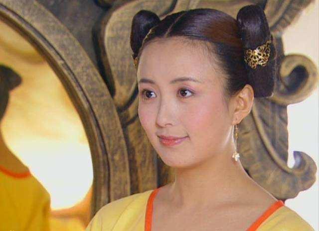 曾是最美主持的杨童舒,34岁拍戏意外怀孕,儿子11岁父亲身份成谜
