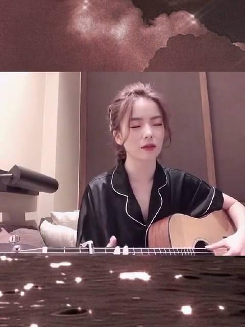 陈卓璇吉他弹唱《爱存在》,有一说一 她唱歌是真好听