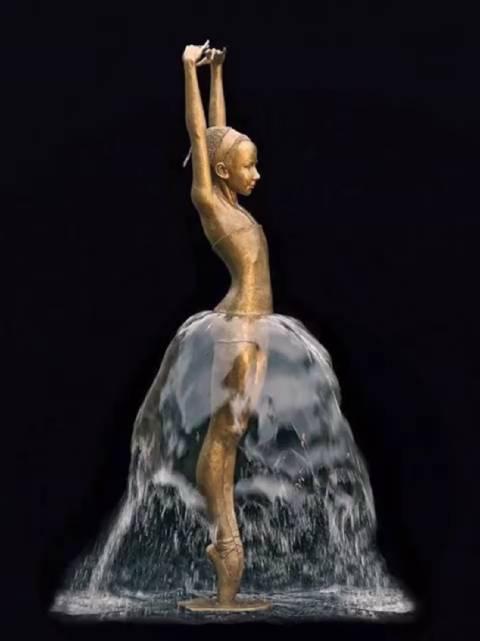 波兰雕塑家 Malgorzata Chodakowska 的青铜喷泉雕塑……