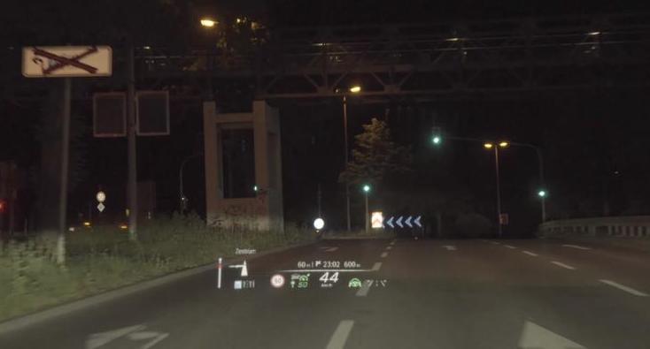 虚拟现实、裸眼3D实现 新款奔驰S级MBUX信息娱乐系统发布