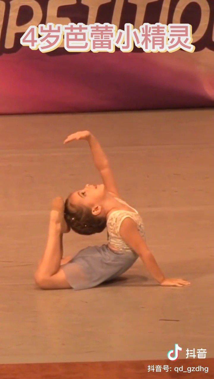 被四岁小女孩跳的芭蕾舞震惊了 跳的真的太好了吧!