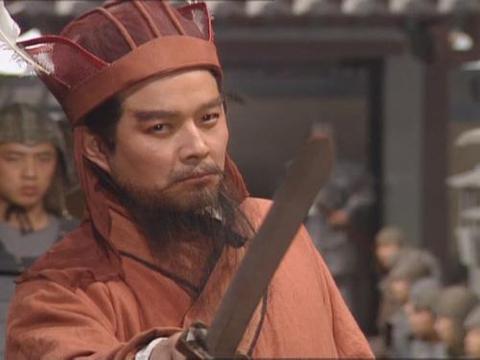 穿着鞋上朝什么感觉,汉朝400年只有4人有这待遇,其中一个是曹操