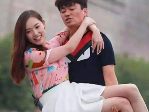 王宝强和模特新女友同框,女方开男友百万豪车现身