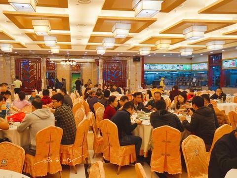 为什么大家都说在中国,餐厅的服务态度越往北越差,越往南越好?