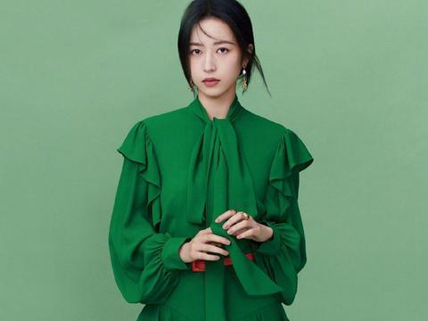 周雨彤气质真好,肤白貌美轻松hold绿色长裙,网友:惊艳了