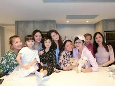 洪欣与陈法蓉聚会,6岁女儿罕露面,越大越漂亮像极了爸爸张丹峰