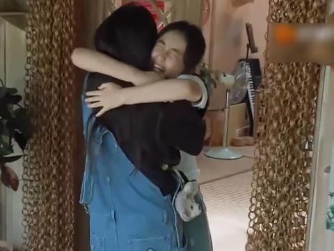 """《向往4》欧阳娜娜来了,进门称呼""""枫枫""""好甜,晚上还要挨着睡"""