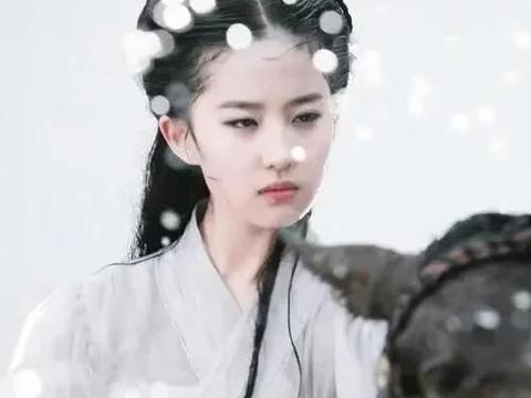 刘亦菲《神雕》删减戏份曝光,小龙女雨中骑马,浸湿衣服