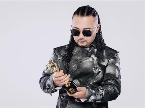 蒙古族的骄傲!著名唱作人那仁朝格实力《绽放》 再摘华语金曲奖