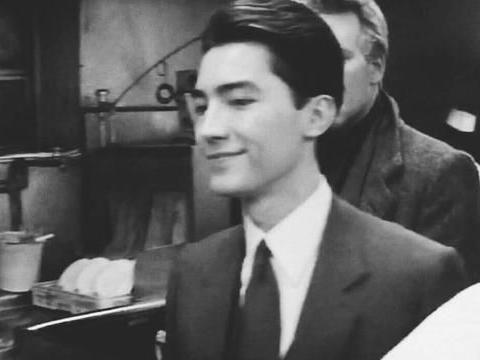 尊龙:曾是亚洲最美的男人,却遭万人谩骂,等他消失倒成了传奇
