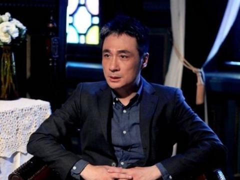 吴镇宇与妻子恩爱21年,48岁妻子仍似少女一般,被当公主一样宠