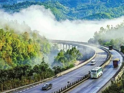 广西最受瞩目一条高速公路,全长216公里,是桂林一条旅游公路