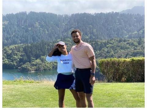 NBA模范夫妻,阿耶莎晒和库里甜蜜照,老夫老妻的感情羡煞旁人