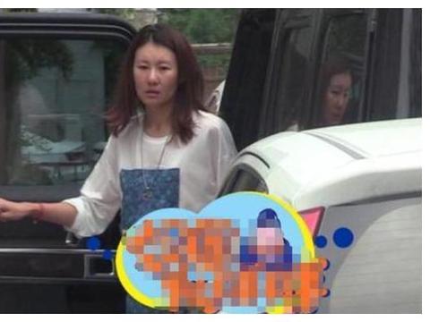 前世姐亚军,带3岁孩子跟王宝强奔丧,冯清可不只比马蓉多两点