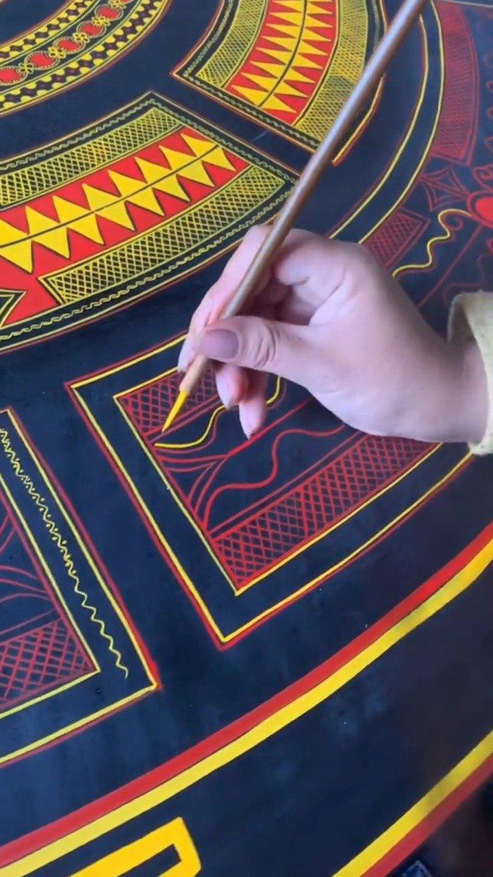 非物质文化遗产彝族漆器的描绘工艺……