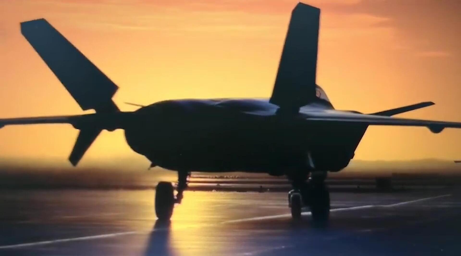 中国空军歼-20战斗机,在夕阳下的唯美剪影!