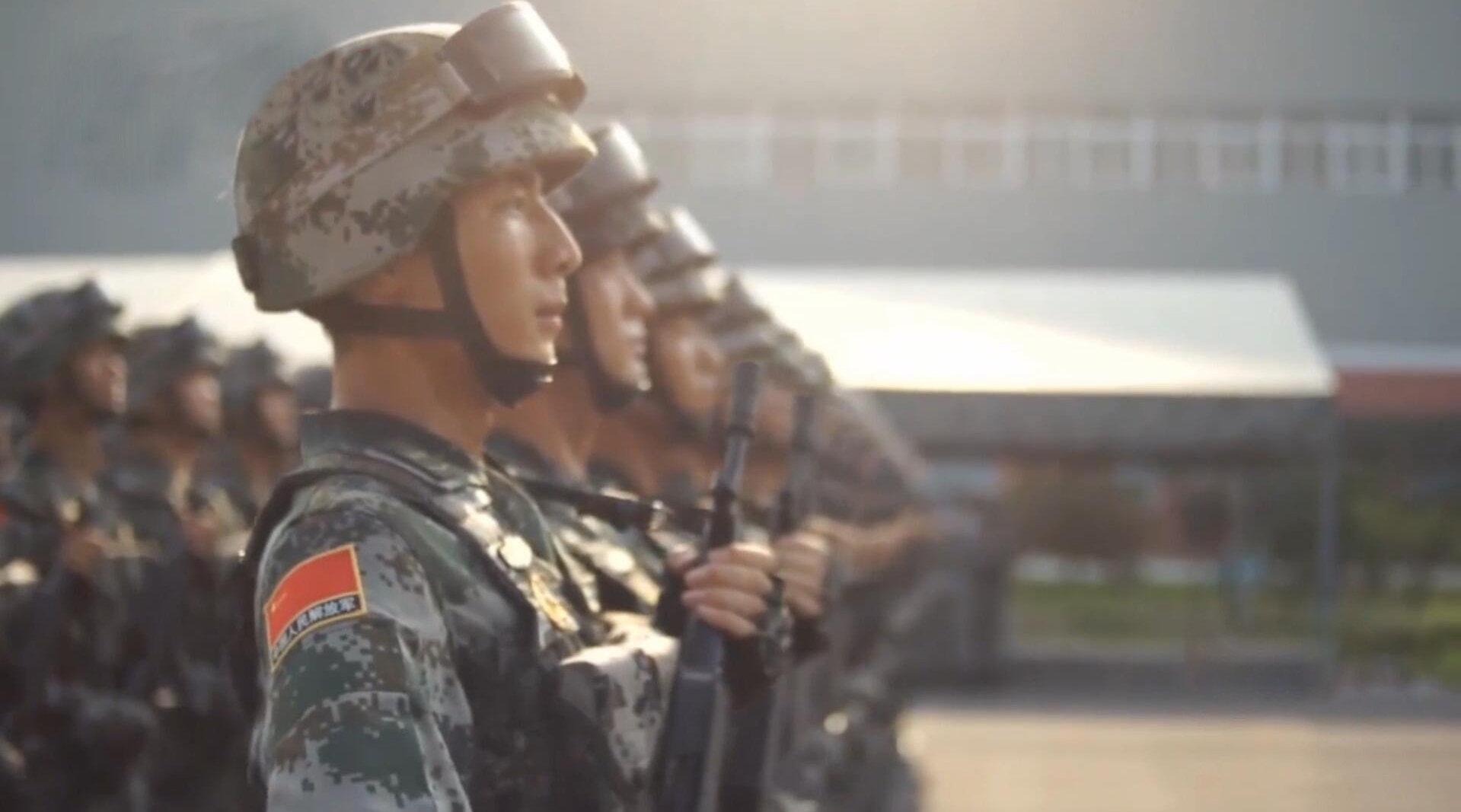 2015纪念抗战胜利70周年大阅兵,白刃格斗英雄连高燃宣传视频!