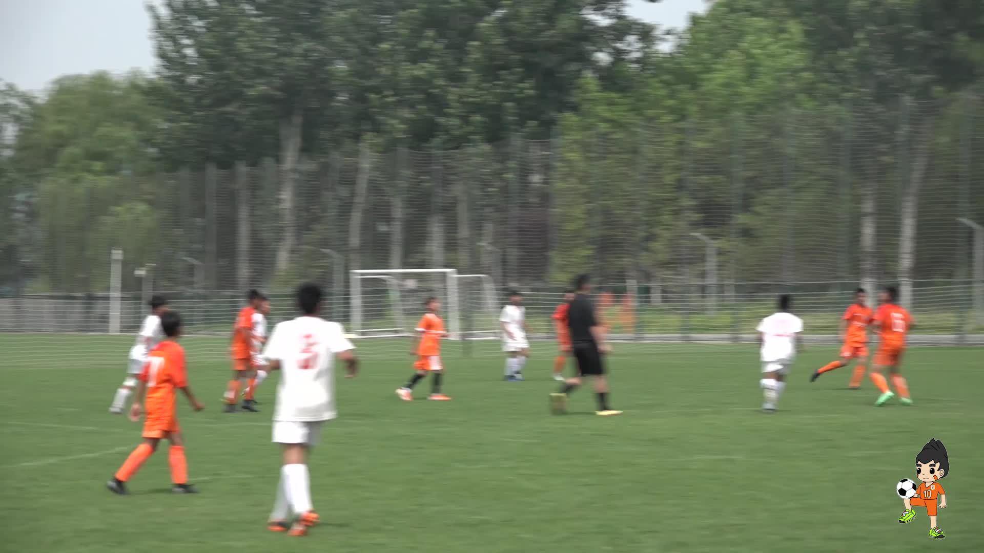 在足球比赛中,往往第一下能不能接好球就决定了此次进攻的成败……