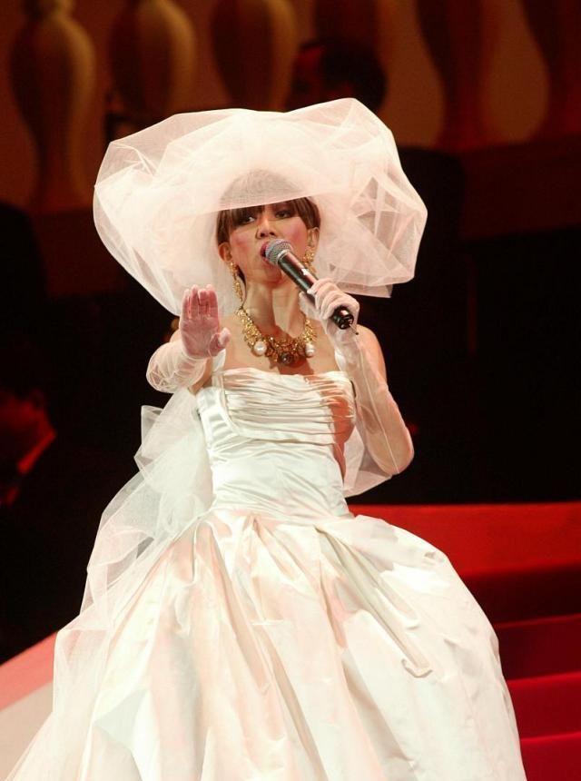 梅艳芳一袭洁白婚纱,温暖了一个年代的人
