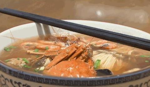 苏城虾蟹三鲜面,超人气面馆霸气浇头,鱼肝鱼肚吃出新花样