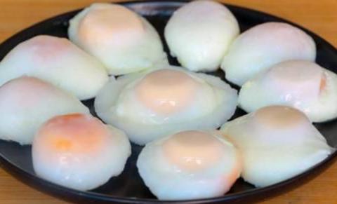 煮荷包蛋,有人开水下锅,有人温水下锅?多加1步,个个滑嫩圆溜